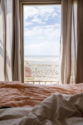5x beach houses in the Netherlands: sleeping right on the beach!